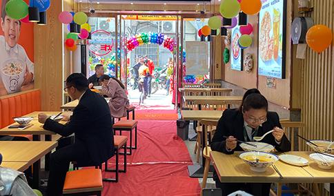 热烈祝贺湖北仙桃如意馄饨新城壹号新街店盛大开业!